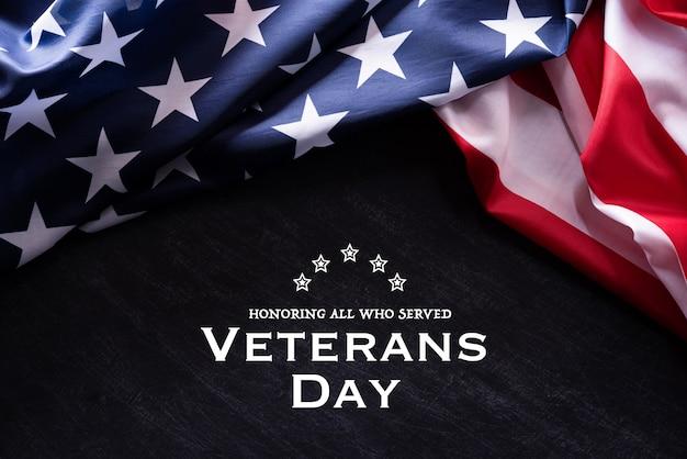 ハッピー退役軍人の日。テキストとアメリカの国旗