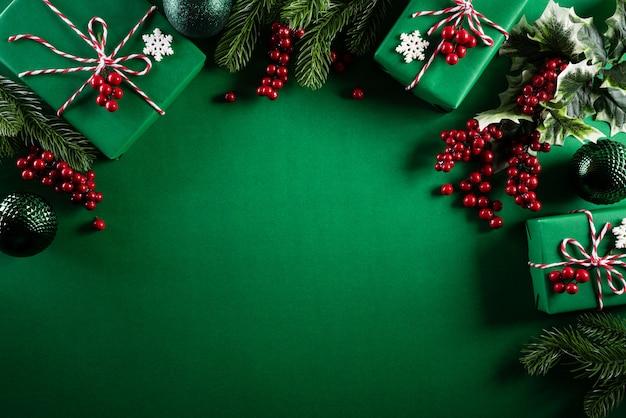 緑の背景にクリスマス装飾背景