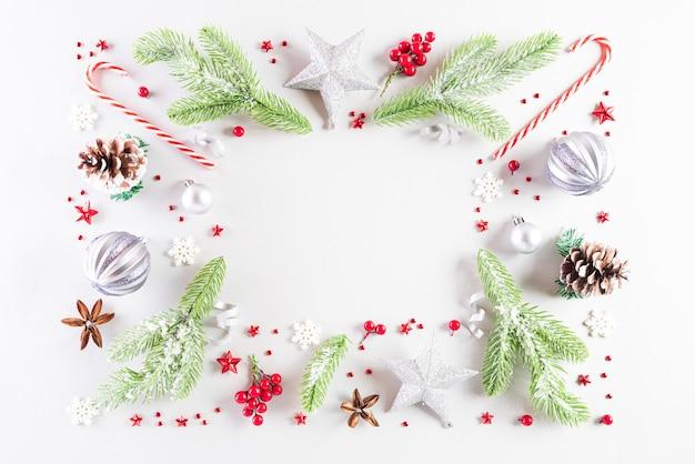 白い背景の上のクリスマス休暇組成