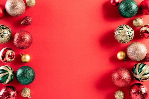 赤の背景にクリスマス背景装飾コンセプト