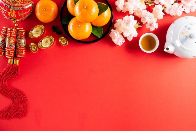 Китайский новый год фестиваль украшений на красном фоне.
