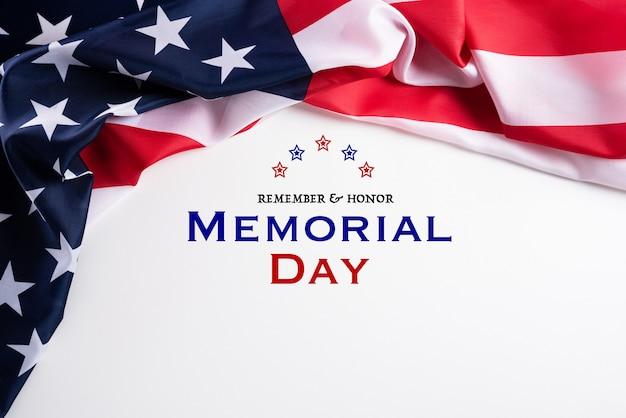 幸せな記念日。覚えている&名誉の背景のテキストとアメリカの国旗