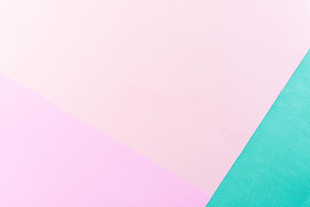 夏のコンセプトのコピースペースと明るいパステルカラーの用紙の背景。フラット横たわっていた。