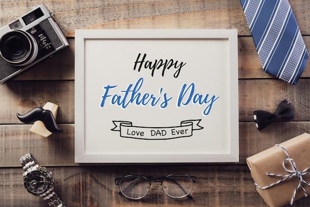 Объект украшения дня отцов на старой деревянной стене. винтажный стиль.