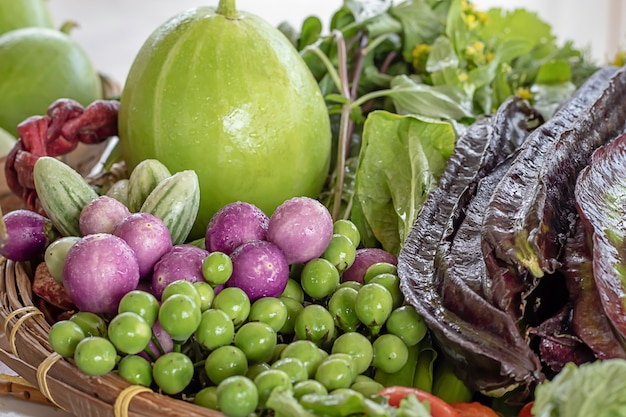 タイの野菜茄子、パープルウィングビーン、ゴーヤ