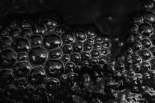 泡のある水面の抽象的な背景