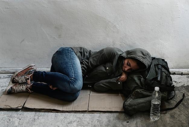 Бездомная женщина