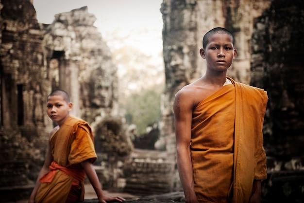 アンコールワット、シェムリアップ、カンボジアの修道士