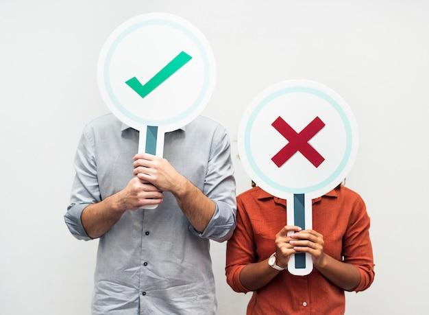 Люди, имеющие знаки «да» или «нет»