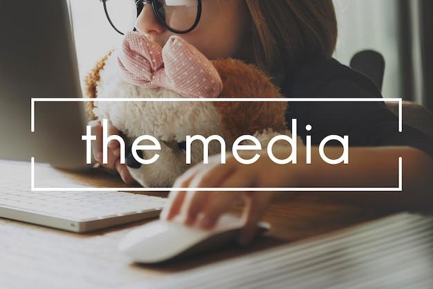 メディアマルチメディアテレビ通信ラジオコンセプト