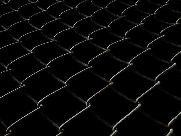 Сварной сетчатый забор ночью