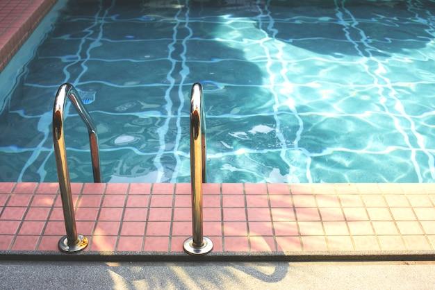 夏期のプール