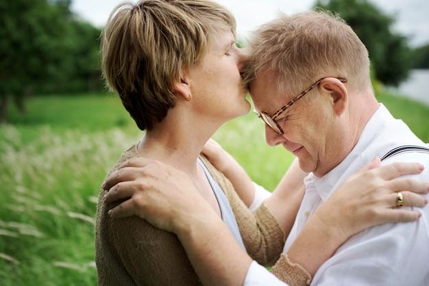 恋の中のカップル