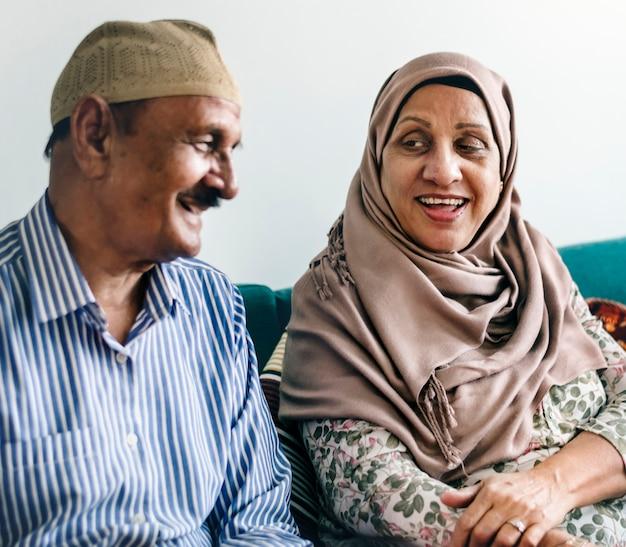 熟年のイスラム教徒の夫婦