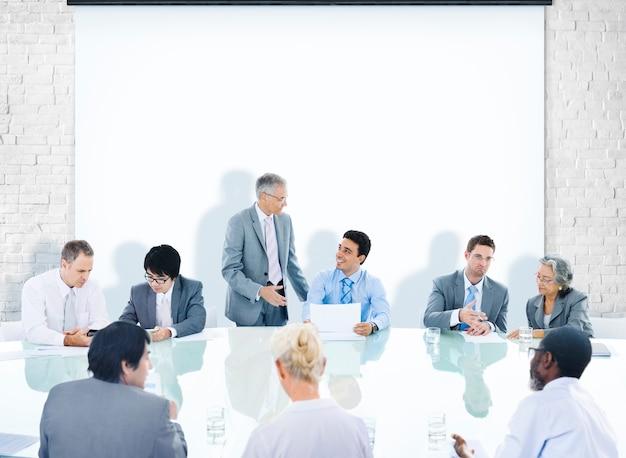 ビジネスパーソン企業会議プレゼンテーションコミュニケーションダイバーシティコンセプト