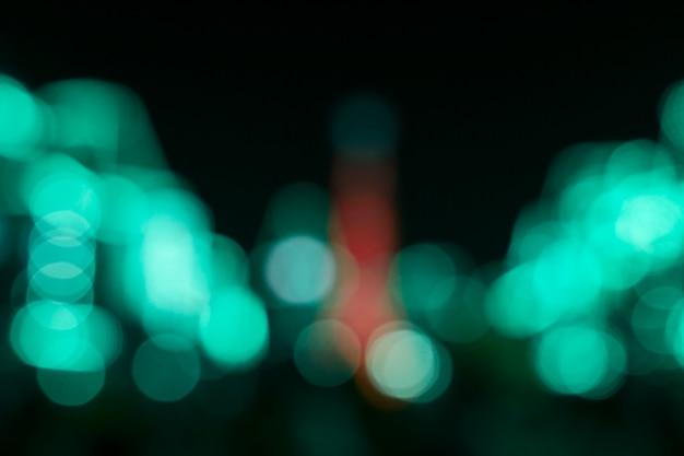 暗い夜明けぼやけた近代都市都市