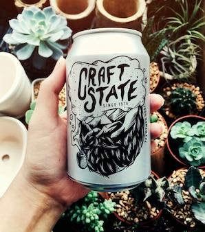 ハウスポットの背景を持つ手工芸品の州のビール缶