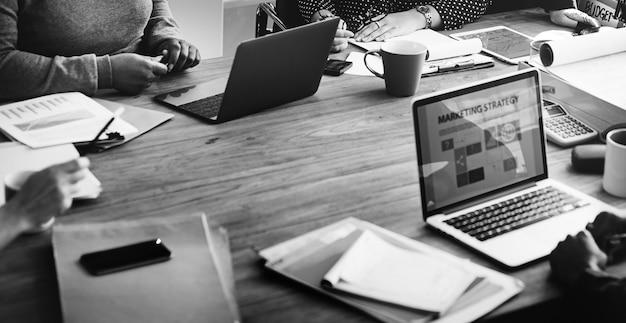 ビジネスチームワーキングオフィスワーカーコンセプト
