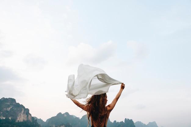 野生で自由の風のように