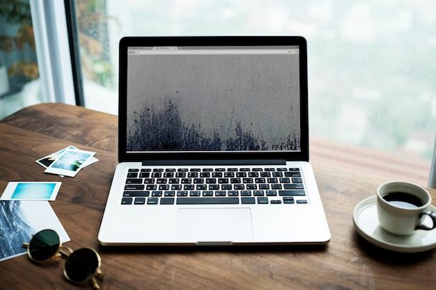 木製の写真の趣味の概念のコンピュータのラップトップの航空写真