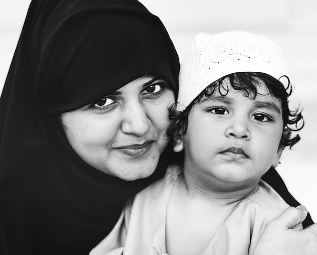 イスラム教徒の母親と彼女の息子