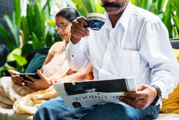 Счастливая пара индийских проводить время вместе
