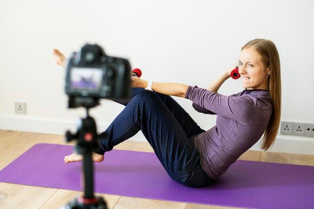 家庭でのスポーツ関連の女性のビデオ録画