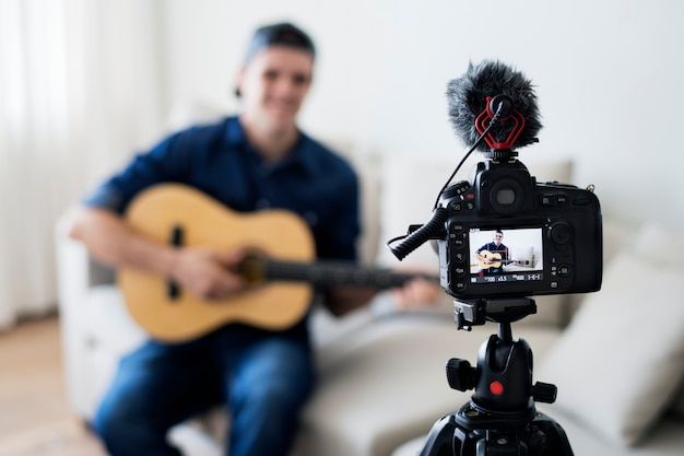 家庭での音声関連の録音関連ビデオ