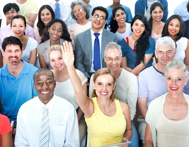 多様なグループの人々多民族のワークショップのコンセプト