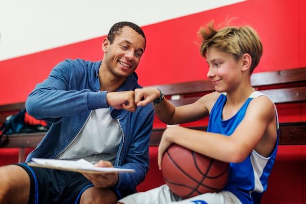 若いバスケットボール選手の撮影
