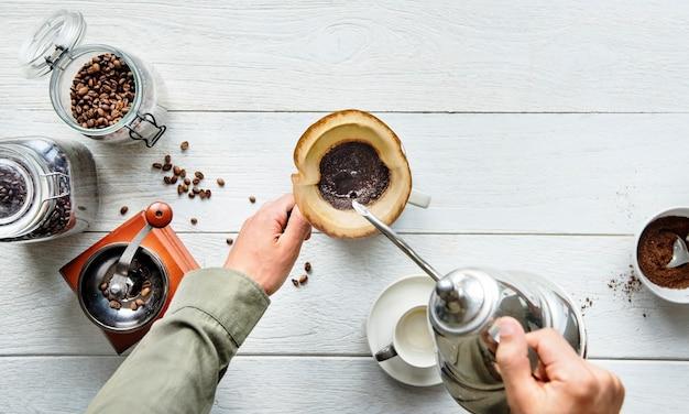 Аэрофотосъемка людей, делающих капельный кофе