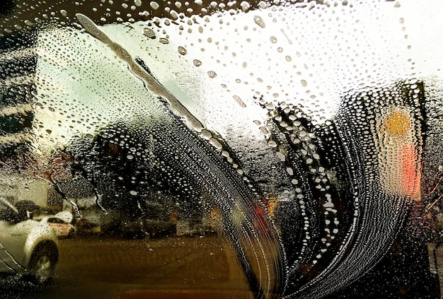 車のフロントガラスのクリーニング