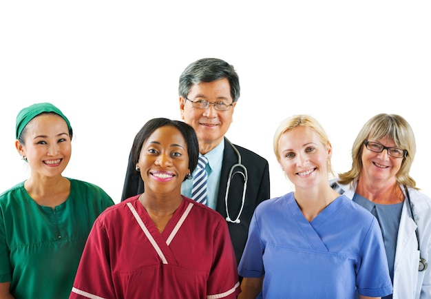 Группа разнообразных многонациональных медицинских работников