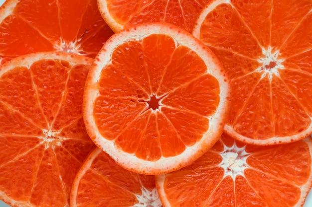 スライスされたジューシーな血のオレンジ色の背景は、背景をテクスチャ