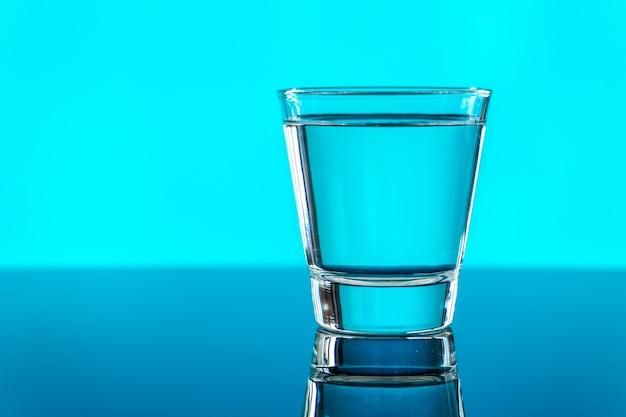 水のマクロショットのガラス