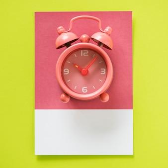 ピンクのパステルアナログ目覚まし時計