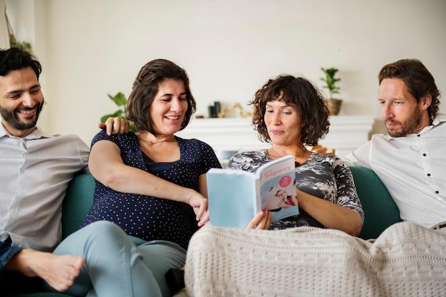 家で妊娠しているサポートグループの集まり