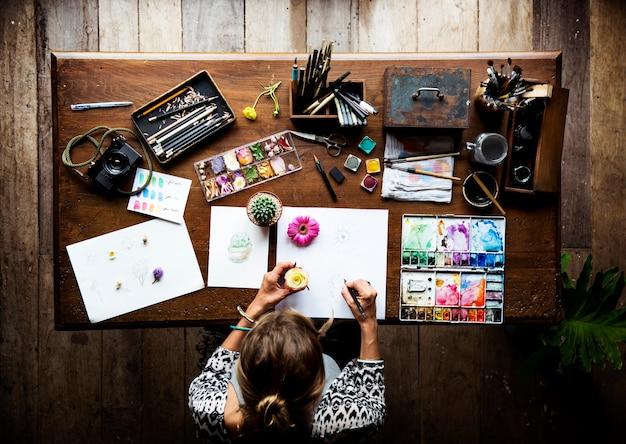 アーティストが水彩画で描く