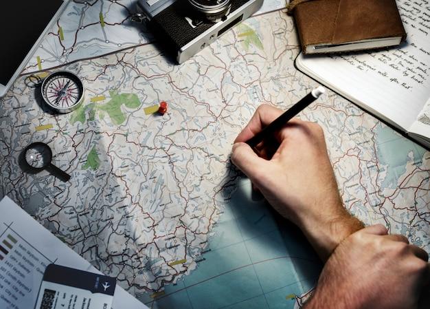 マップ上の位置を追跡する手の拡大