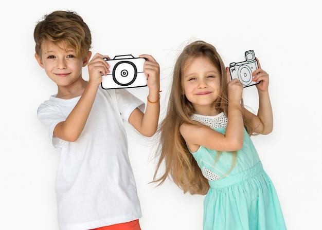 Маленькие дети, снимающие фото