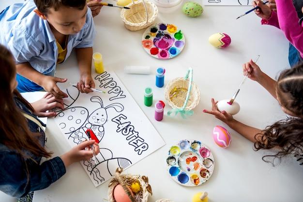 学生アートクラス絵画イースターウサギ想像力学習