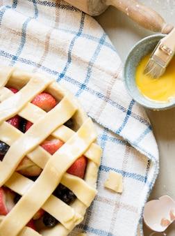 Идея рецепта пивной фотографии клубничного пирога