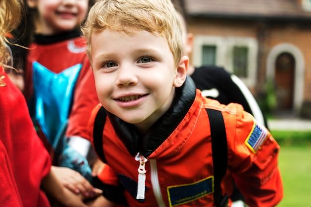 小さな男の子、ハロウィーンを着て