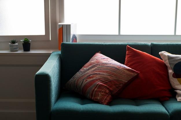 快適なソファのクローズアップ