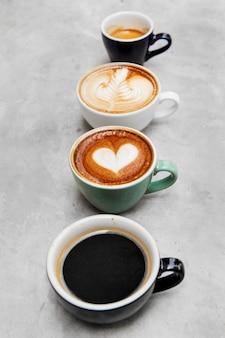 様々なホットコーヒーのクローズアップ