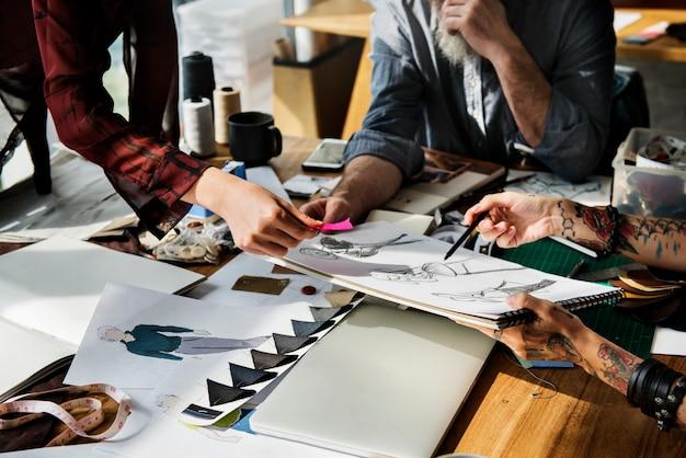 ファッションデザイナースタイリッシュなショールームコンセプト