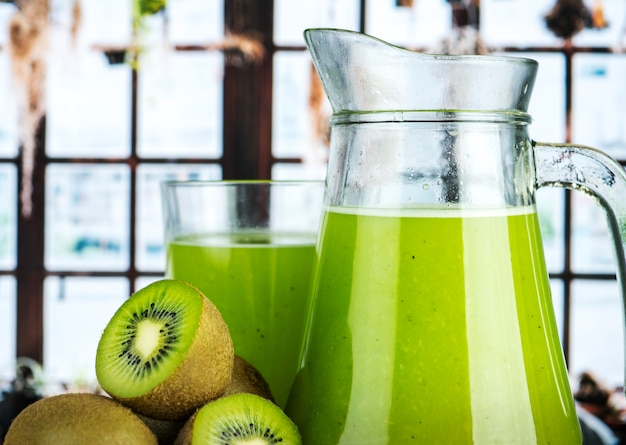 健康的なキウイジュースの夏のレシピ