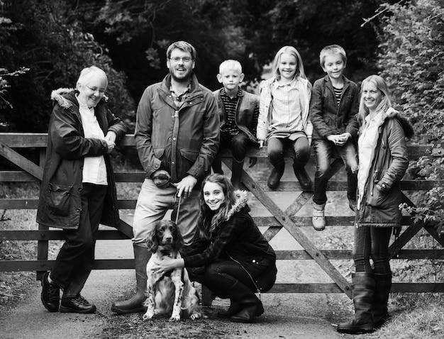 公園の幸せな家族
