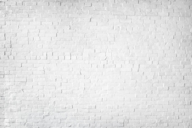 Белая окрашенная красивая кирпичная стена