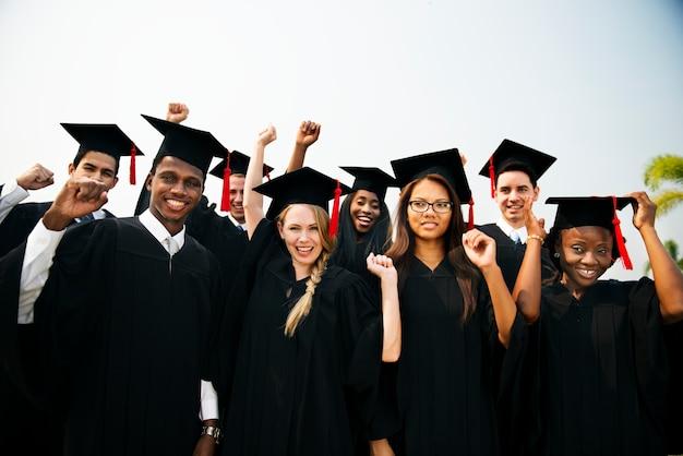 卒業卒業生の学校のカレッジのコンセプト